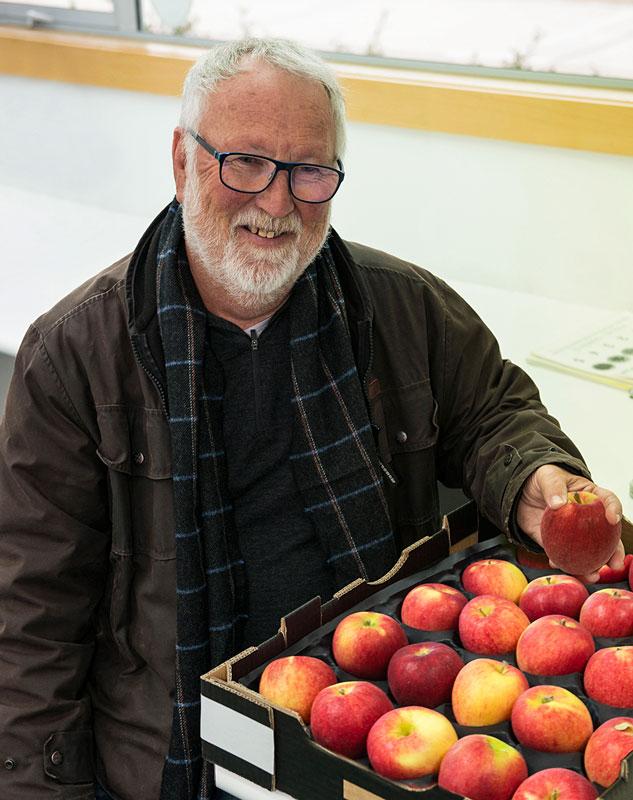 Allan White with Jazz™ © Tony Corbett Plant & Food Research